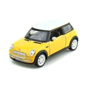 2001 Mini Cooper 1/24   Yellow Toys & Games