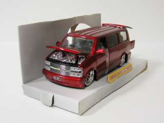 2001 Chevrolet Astro Diecast Model Van   Jada / DUB City   124 Scale